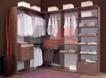 обзавеждане с поръчкови луксозни мебели за гардеробна