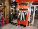 изграждане на стелажи и витрини за дрехи
