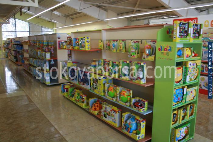 изработка на стелажи за детски играчки